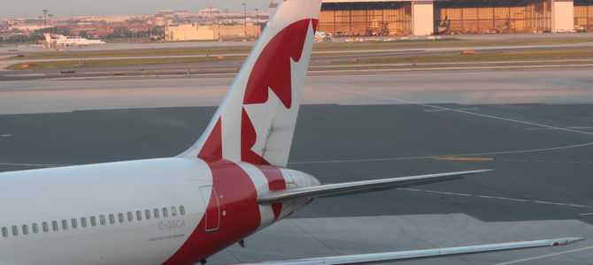 Flying Air Canada Premium Rouge
